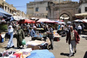 1280px-Market_outside_Medina_Old_City_Wallls_-_Meknes_-_Morocco